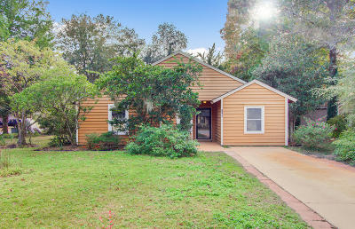 Charleston Single Family Home For Sale: 1102 Oakcrest Drive