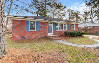 Goose Creek Single Family Home For Sale: 516 Amy Drive