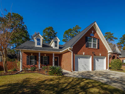 Single Family Home For Sale: 111 Bay Colony Court