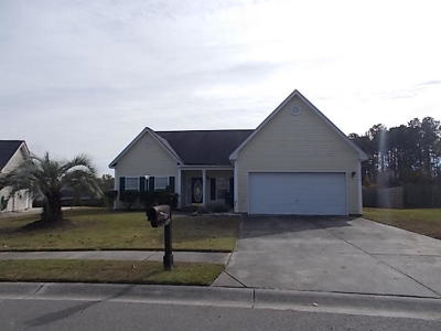 Goose Creek Single Family Home For Sale: 110 Pleasant Hill Drive