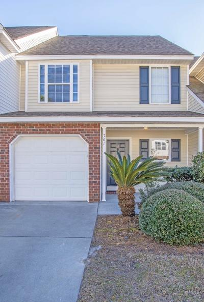 Attached Contingent: 701 Buckthorn Circle