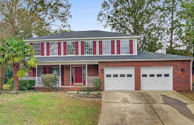 Single Family Home For Sale: 102 Conset Bay Court