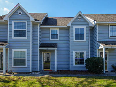 Mount Pleasant Attached For Sale: 1731 Deer Path Drive