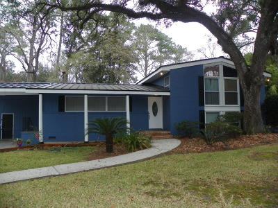 Goose Creek Single Family Home For Sale: 100 Goose Creek Drive