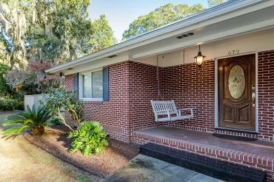 Charleston Single Family Home For Sale: 672 Clearview Drive