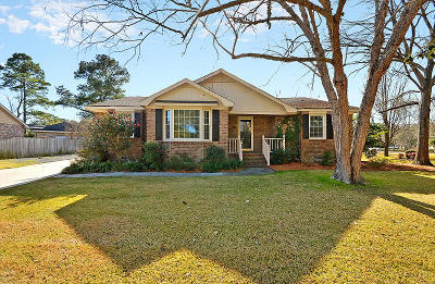 Charleston Single Family Home For Sale: 2 Brook Hollow Court