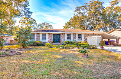 Charleston Single Family Home For Sale: 715 Sterling Drive