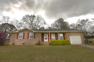Single Family Home For Sale: 102 Columbia Drive