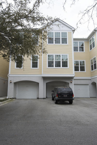 Charleston County Attached Contingent: 60 Fenwick Hall Allee #2211