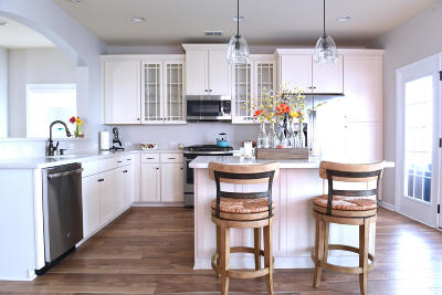 Single Family Home For Sale: 1622 Sparkleberry Lane
