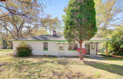Goose Creek Single Family Home Contingent: 211 Dogwood Avenue
