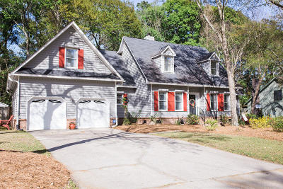 Goose Creek Single Family Home For Sale: 111 Queensbury Circle