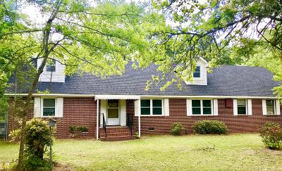 Single Family Home For Sale: 106 Lakeway Drive