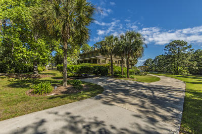 Charleston County Single Family Home For Sale: 906 Plantation Lane
