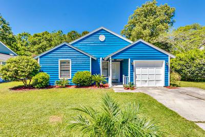 Charleston Single Family Home For Sale: 1061 Oakcrest Drive