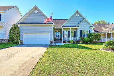 Summerville Single Family Home For Sale: 136 Antebellum Way