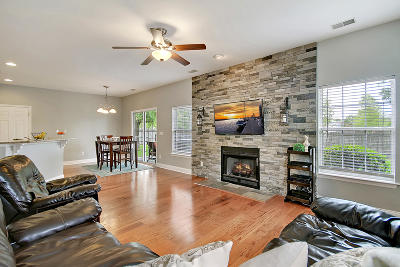 Single Family Home Contingent: 1456 Crossbill Trail