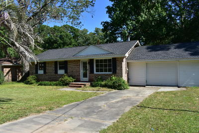 Summerville Single Family Home For Sale: 109 E Walnut Circle