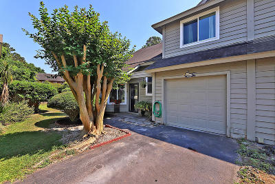 Attached For Sale: 16 Maplecrest Drive