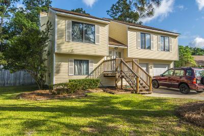 Summerville Single Family Home For Sale: 104 Foxfire Court