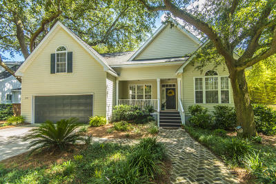 Charleston Single Family Home For Sale: 2185 Parkway Drive