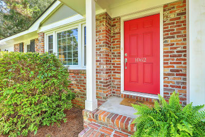 Charleston Single Family Home For Sale: 1062 Quail Drive