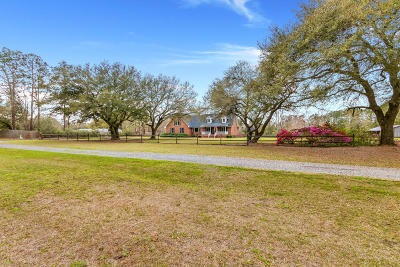 Moncks Corner Single Family Home For Sale: 822 Sandyhill Lane