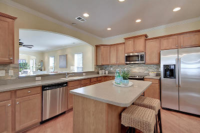 Summerville Single Family Home For Sale: 152 Schooner Bend Avenue