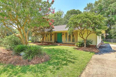 Lawton Bluff Single Family Home Contingent: 1049 Wellington Drive