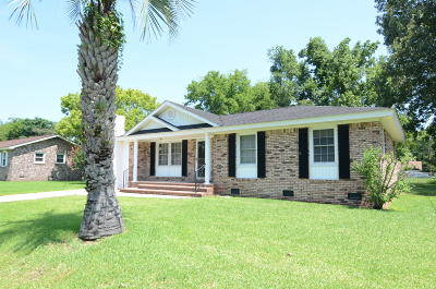 Goose Creek Single Family Home Contingent: 454 Madeline Drive