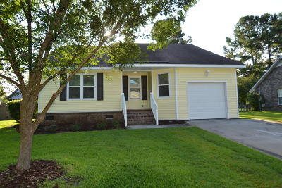 Summerville Single Family Home For Sale: 605 Dolphin Drive