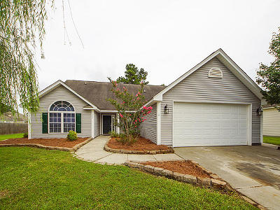 Moncks Corner Single Family Home For Sale: 304 Carriage Wheel Road