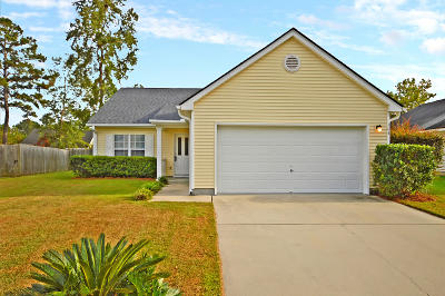 Goose Creek Single Family Home For Sale: 104 Elbow Circle
