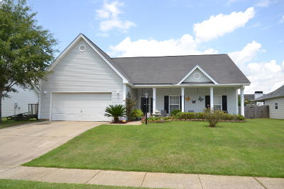 Goose Creek Single Family Home For Sale: 204 Pleasant Hill Drive