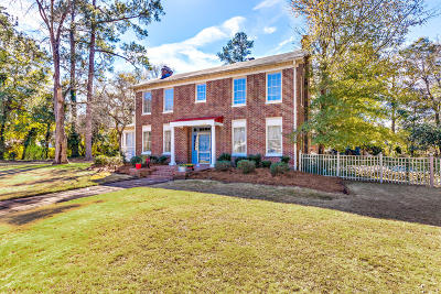 Single Family Home For Sale: 1053 Moss Street