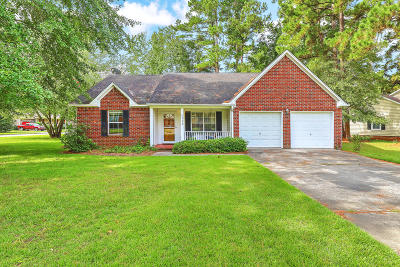 Summerville Single Family Home For Sale: 111 Five Iron Circle