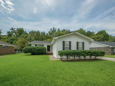 Goose Creek Single Family Home For Sale: 104 Ryan Drive