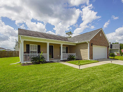 Goose Creek Single Family Home For Sale: 279 Clayburne Drive