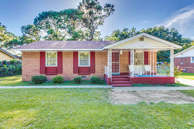 Single Family Home For Sale: 1517 Secessionville Road
