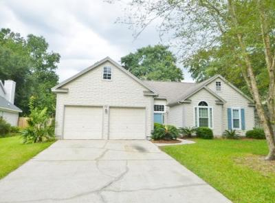 Goose Creek Single Family Home For Sale: 121 Candleberry Circle