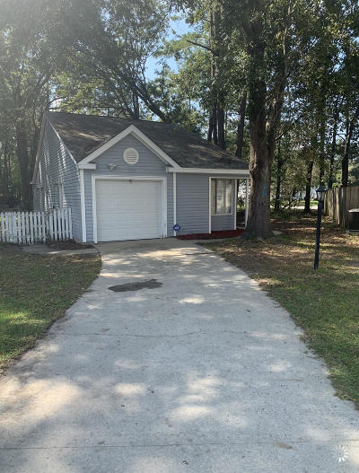 Summerville Single Family Home For Sale: 109 Morning Glory Court