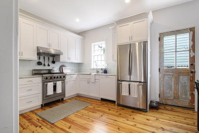 Charleston Single Family Home For Sale: 10 Sires Street