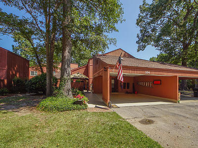 Summerville Attached For Sale: 104 Kings Way