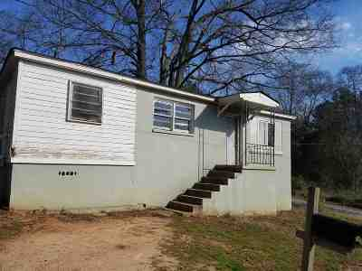 Single Family Home For Sale: 1107 Scott Drive
