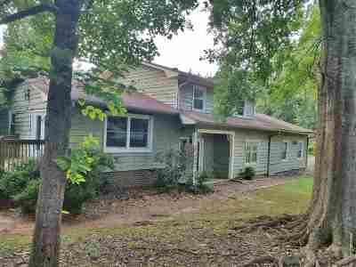 Single Family Home Sold-Co-Op By Mls Member: 11 Chippewa Court