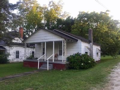 Seneca Single Family Home For Sale: 208 S Oak Street