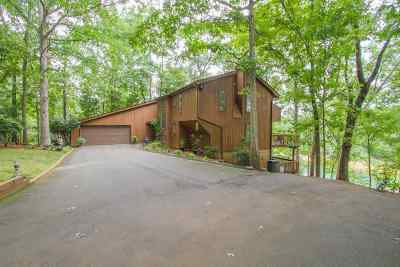 Lavonia, Martin, Toccoa, Hartwell, Lake Hartwell, Westminster, Anderson, Fair Play, Starr, Townville, Senca, Senea, Seneca, Seneca (west Union), Seneca/west Union, Ssneca, Westmister, Wetminster Single Family Home For Sale: 140 Sapphire Point