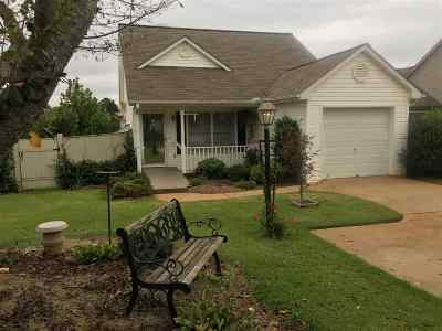 Single Family Home Under Contract: 104 Magnolia Lane