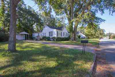 Single Family Home For Sale: 310 Moultrie Square