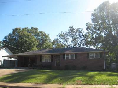 Single Family Home For Sale: 1404 Belhaven Road